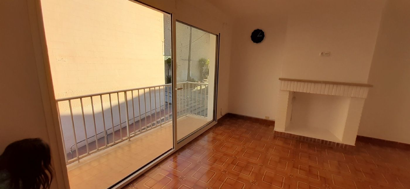 Rent Flat in Carrer marques de vivot, 2. Se alquila piso