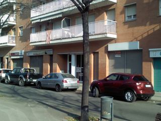 Rent Business premise in Carrer mare de deu de montserrat, 59. Local comercial de alquiler en tres torres