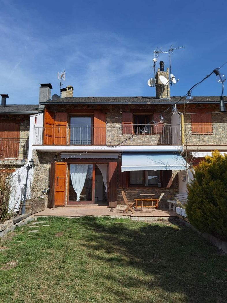Semi detached house in Bescaran, 40. Casa de piedra en venta en el pirineo-