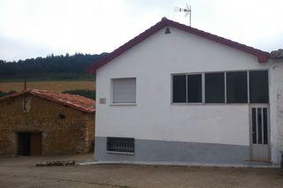 Casa pareada en venta en Bernedo. Bonita casa rura