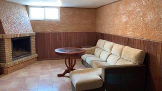Casa adosada en alquiler en Baeza. Baeza   Calle J