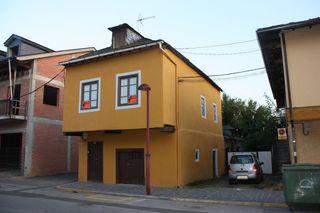 Casa en venta en Cacabelos. Casa residencial en pl