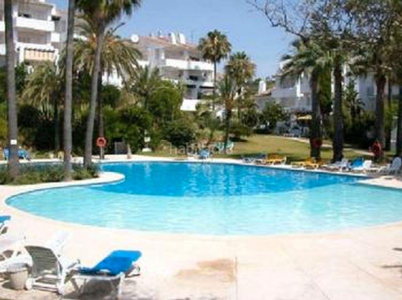 Apartamento en Calle pueblo camelot urb los hidalgos, 12. Precioso ático con vistas al mar y a la piscina (Manilva, Málaga)