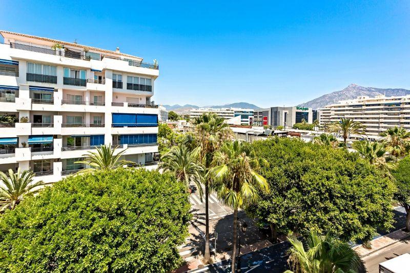 Piso en Calle muelle de ribera, 437. Puerto banus - excellent investment opportunity (Marbella, Málaga)