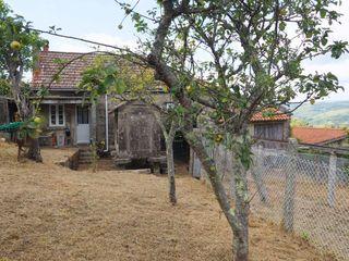 Casa en venta en Cotobade. Casa tradicional de pie