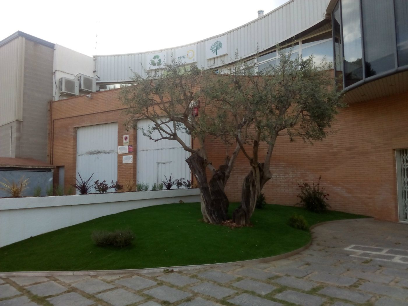 Industrial building in Roca rellotgers, 4. Nave 1200 m2 con inquilino. ideal inversionistas.