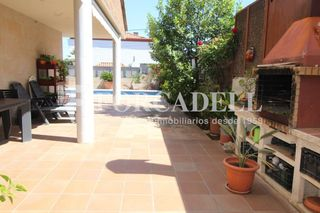 Chalet in Torrent Ballester. Chalet con 5 habitaciones, parking, piscina, calefacción, aire a