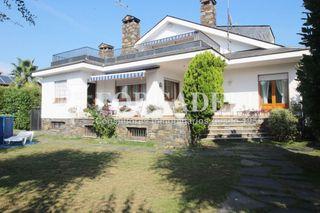 Chalet in Cardedeu. Chalet con 8 habitaciones, parking, piscina, calefacción, terraz