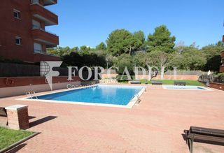 Piso en Torrent Ballester. Piso con 3 habitaciones, ascensor, parking, piscina comunitaria,