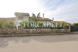 Chalet in Ametlla del Vallès (L´). Chalet con 6 habitaciones, parking, piscina, calefacción y jardí