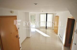Affitto Duplex in Centre. Duplex con 3 habitaciones, ascensor y parking