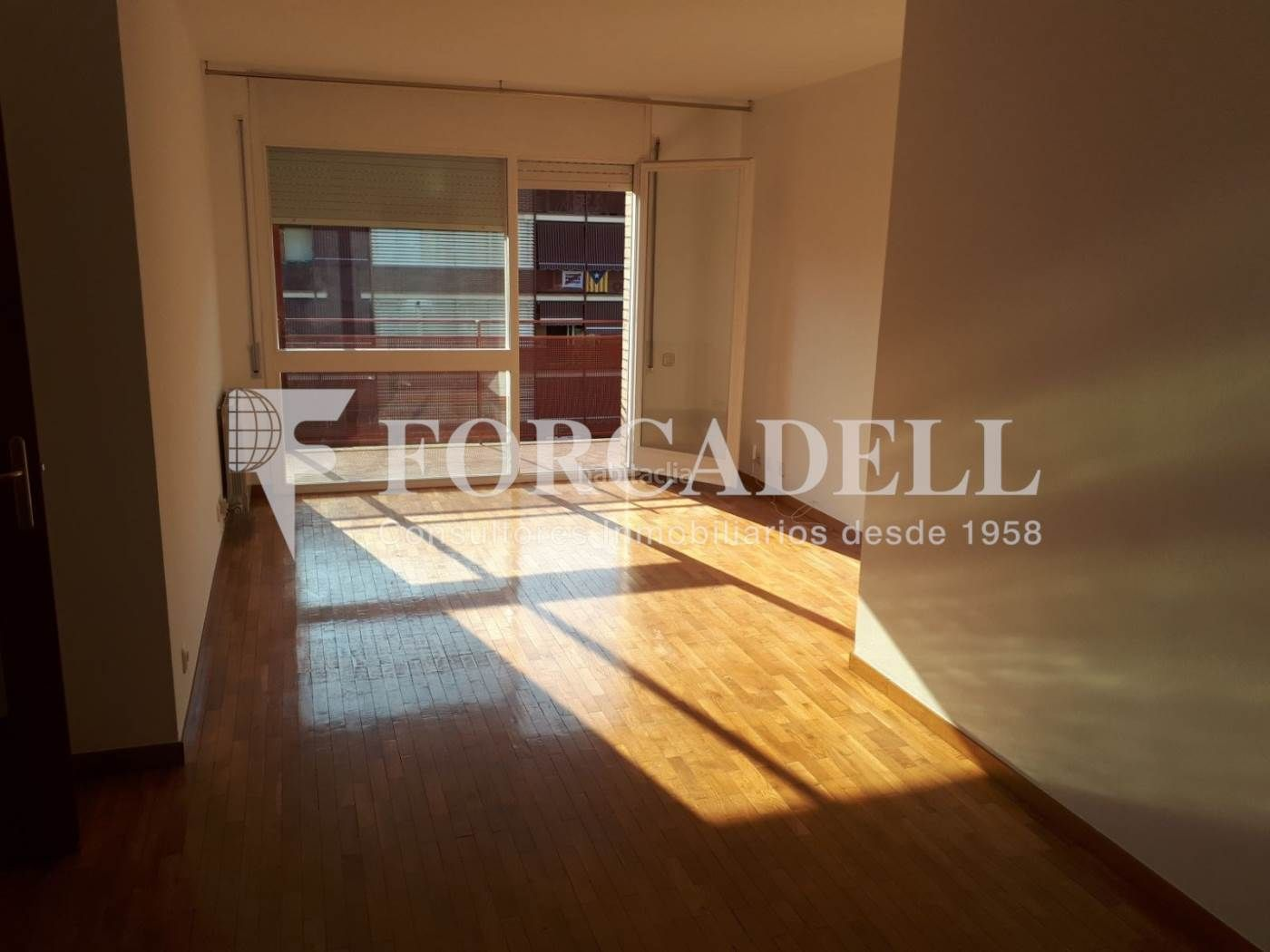 Rent Flat in Centre. Piso con 3 habitaciones, ascensor y parking