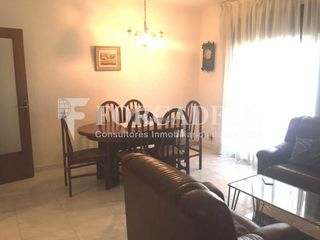 Rent Flat in Instituts. Piso con 3 habitaciones, amueblado y ascensor