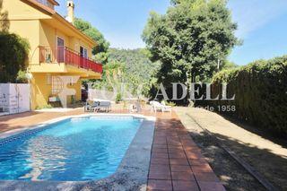 Chalet in Garriga (La). Chalet con 5 habitaciones, parking, piscina, calefacción, aire a