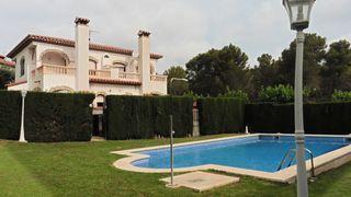 Casa  Casalot. Esquinero  con piscina comun.