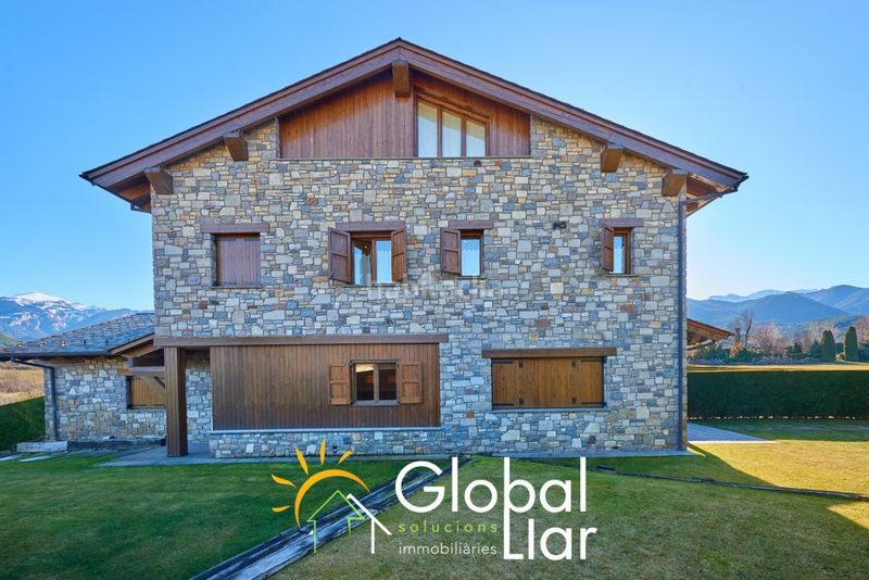 Foto 5035-img3685325-51801959. Semi detached house with fireplace heating parking pool in Bellver de Cerdanya