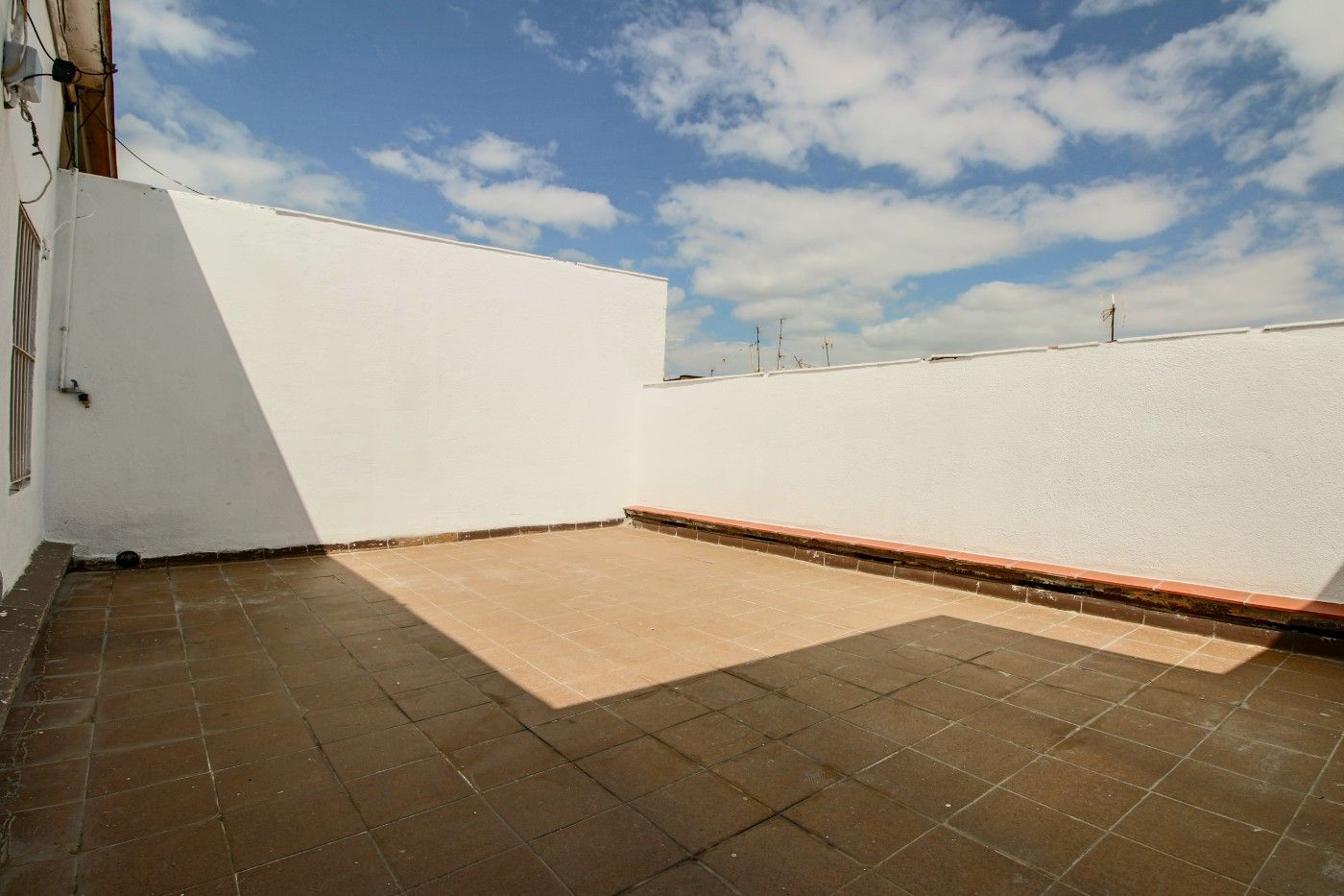 Rent Studio in Carrer marti i blasi, 79. Estudio con terraza