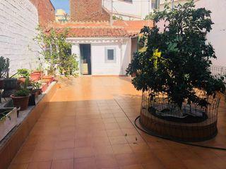 Erdgeschoss in Centre. Planta baja en el centro con patio