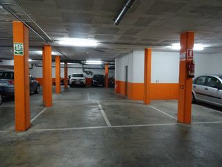 Parking coche en Carrer juan ramon jimenez, 30. Varias plazas de parking