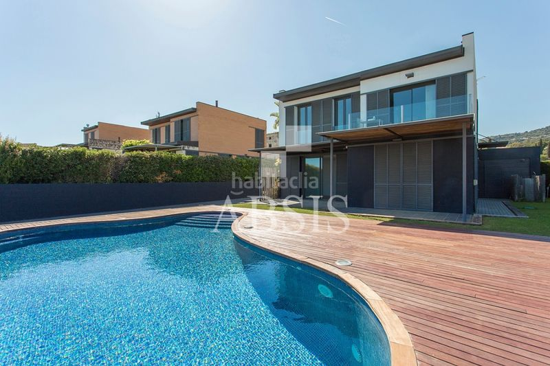 Piscina. Rent house with heating parking pool in Sant Vicenç de Montalt