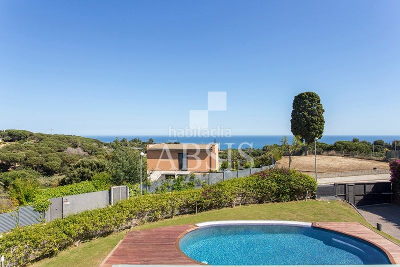vistas al mar. Rent house with heating parking pool in Sant Vicenç de Montalt