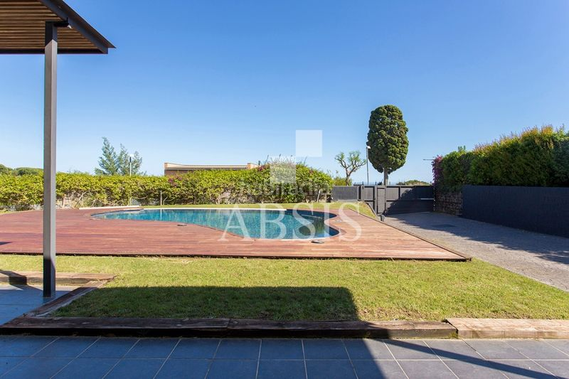 zona piscina. Rent house with heating parking pool in Sant Vicenç de Montalt