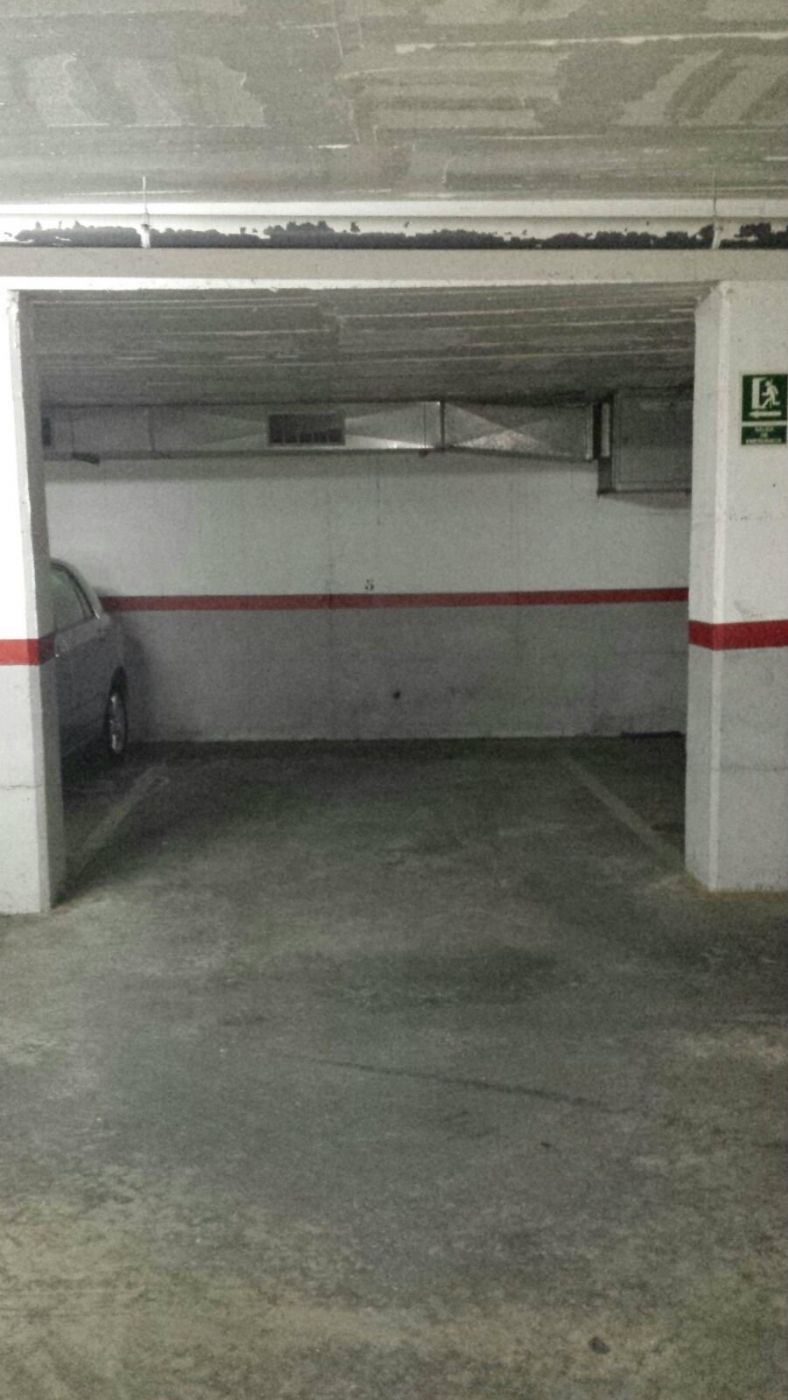 Rent Car parking in Carrer arago, 72. Plaza de parking en bellavista