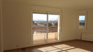 Location Appartement  Avinguda ajuntament. Piso reformado en corró d´avall