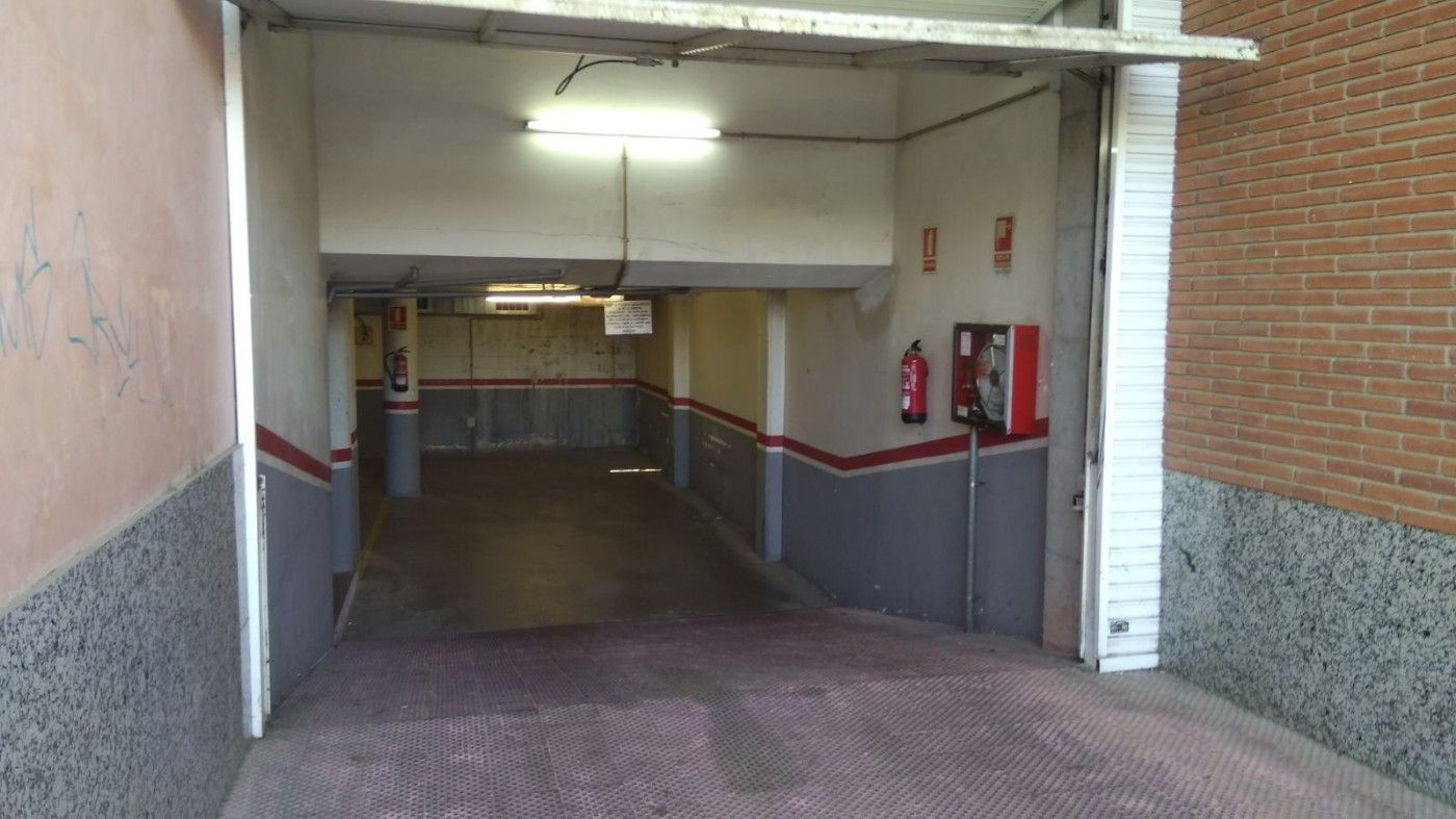 Location Parking voiture à Carrer sant ponç, 55. Amplia plaza de parking