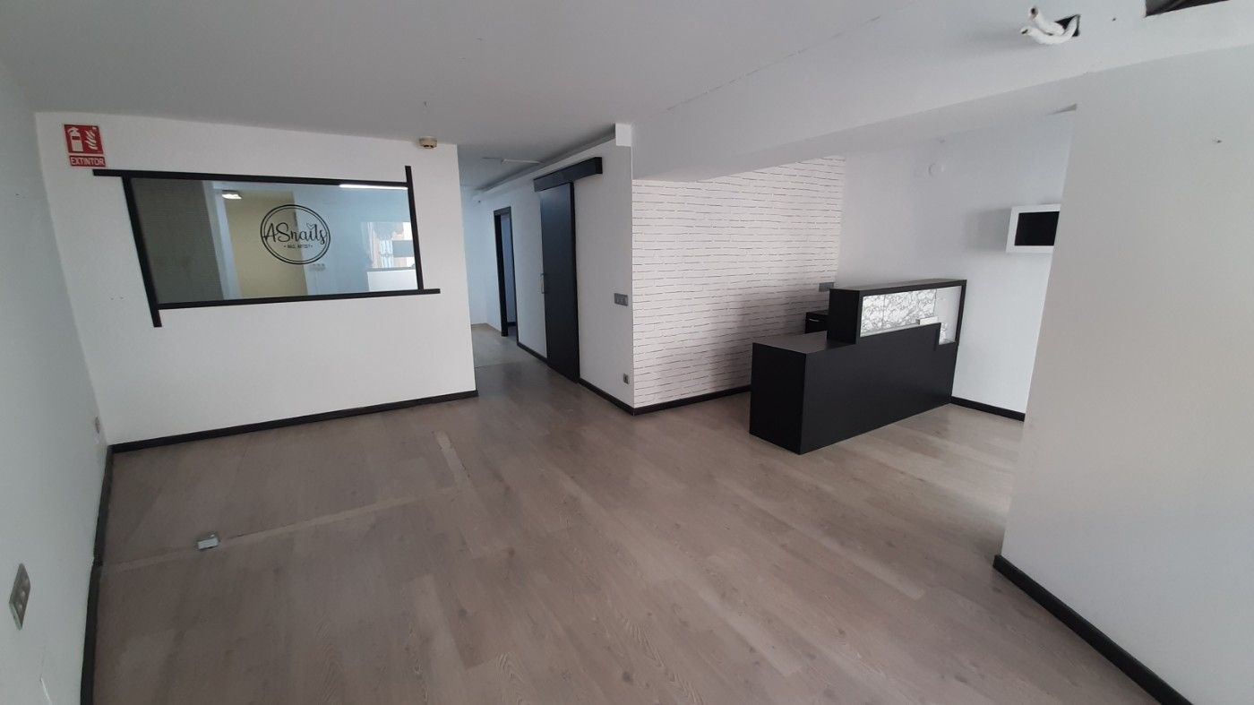 Rent Business premise in Carrer sant felip, 32. Local comercial 70m2