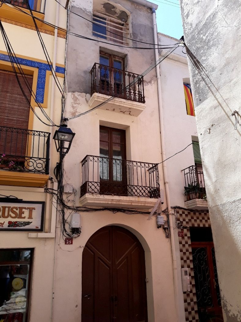 Semi detached house in Carrer beat bonaventura gran, 25. En el centro de riudoms