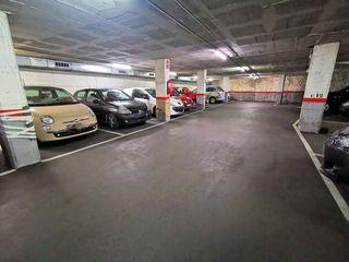 Parking coche  Carrer hospital (de l´). En calle hospital