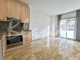 Miete Appartement  Carrer sant isidor. Apartament 1 hab + pk al centre