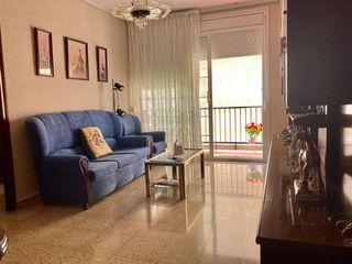Piso Carrer Marti I Codolar, 49. 4 dormitorios, ascensor y balcon