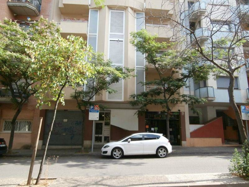 Rent Business premise in Carrer marques de caldes de montbui, 117. No precisa reformas