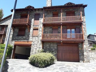 Rent Semi detached house in Centre cívic, 2. Àmplia casa