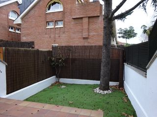 Rent Semi detached house  Carrer roda de ter. Esquinera y soleada