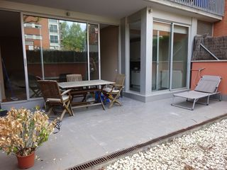 Rent Ground floor  Carrer josep tarradellas. Luminosa con 2 terrazas