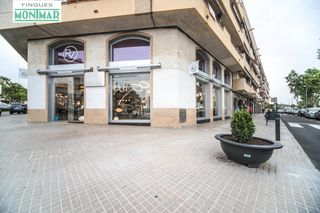 Local Comercial en Centre. Exclusivo local comercial en pleno centro de ribes.