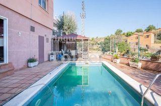 Casa a schiera  Passatge rosella. Gran casa con piscina