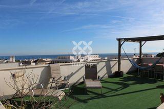 Attico  Avinguda oliveres (de les). Ático con terraza y solárium