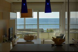 Holiday Lettings Apartment in Centre-Platja. Piso primera línea de mar