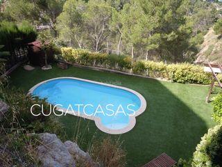 Casa  Vallirana. Casa con 4 habitaciones, parking, piscina y aire acondicionado
