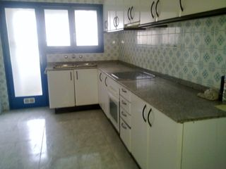 Location Appartement à Carrer arno jager, 62. Piso sin muebles  4 hab. 2 baños