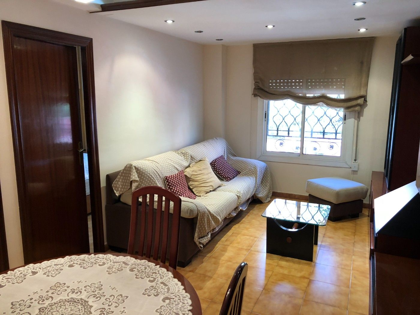 Rent Apartment in Carrer larrard, 36. Piso de 2 hab. zona tranquila