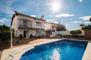 Casa in Premià de Dalt. Casa señorial con jardín y piscina en zona tranquila!!