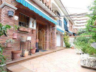 Casa a schiera in Zona Alta. Casa adosada con 4 habitaciones, parking, calefacción, aire acon