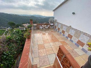 Casa en Sant Cebrià de Vallalta. Bonita casa con bonitas vistas al mar y a la montaña.