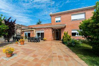 Casa en Montalnou - Milans del Bosc. Chalet independiente en venta en sant vicenç de montalt,
