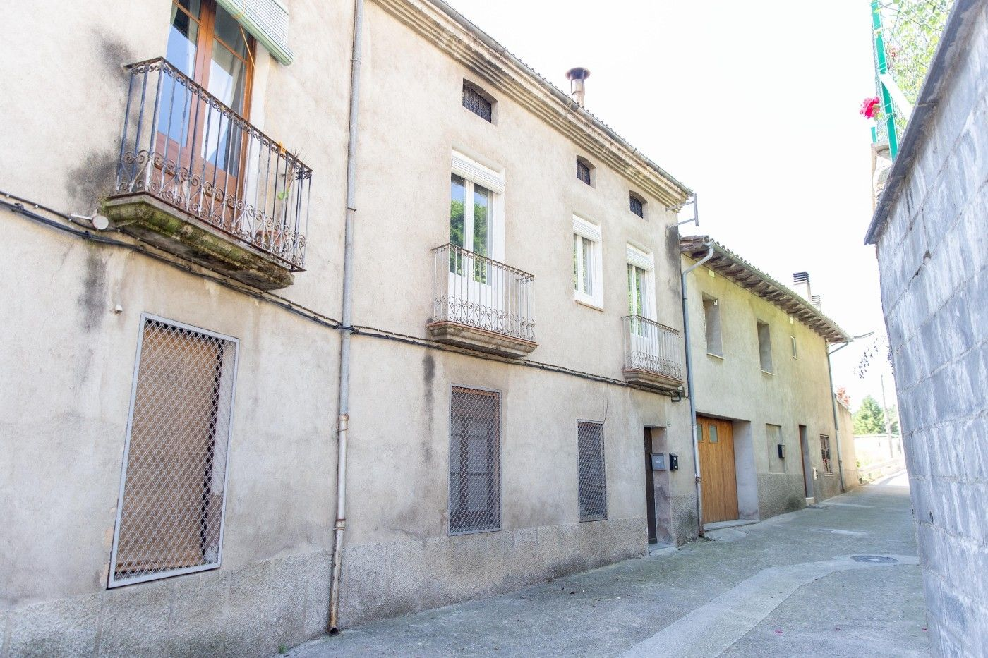 House in Carrer besora, 4. Al centre del poble